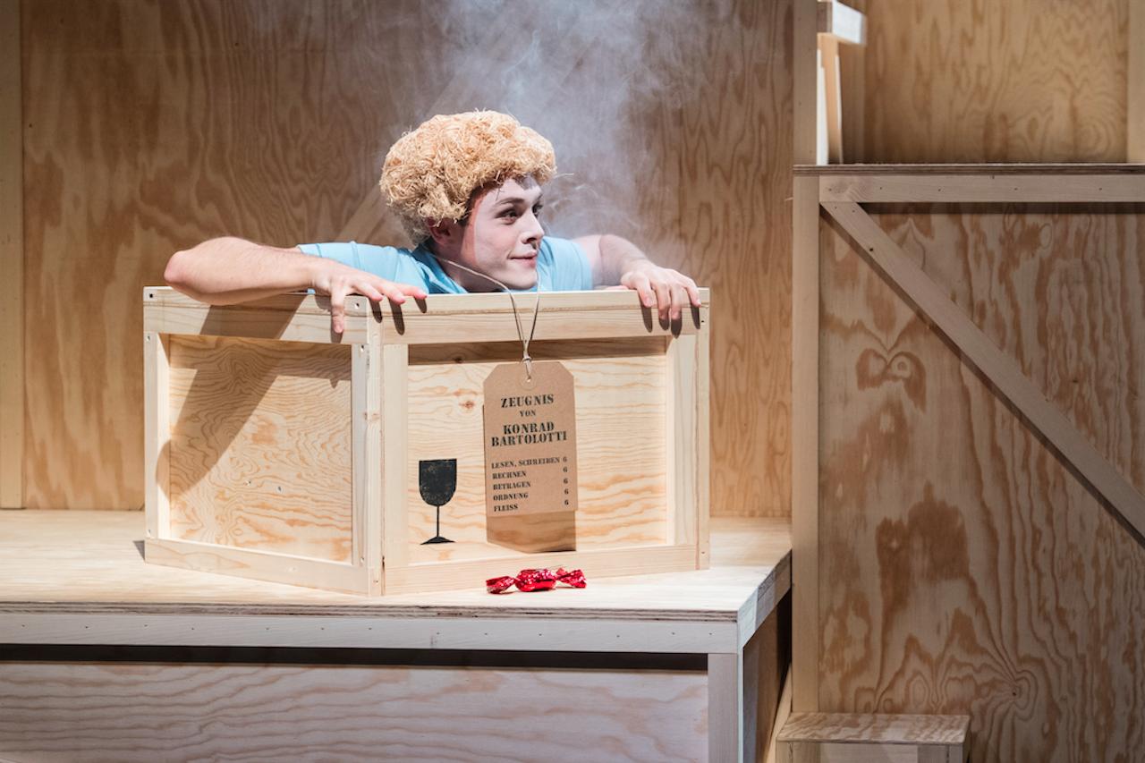Junges-Theater_konrad_oder_das_kind_Opernhaus-Zurich_c_daniel-leliniger_szenik