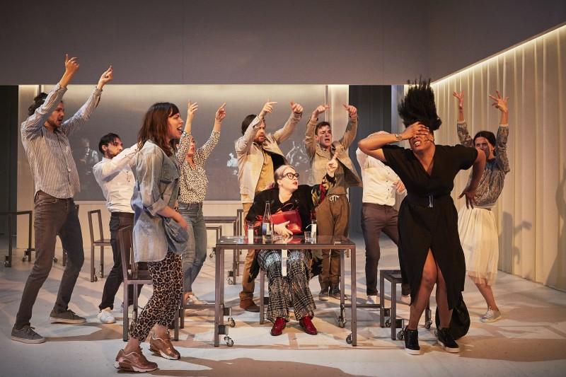 Theatre_Une femme se deplace_La Filature_c-Christophe Raynaud de Lage_szenik