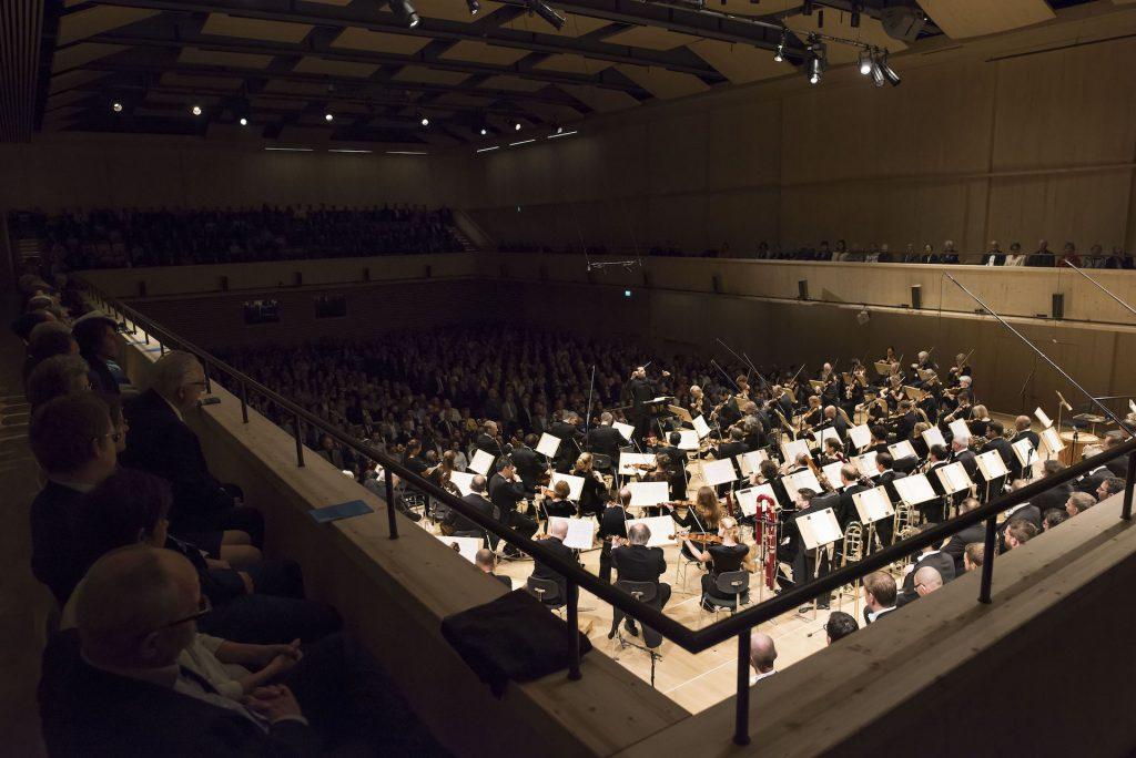 Tonhalle Orchester Zürich Lionel Bringuier Symphonie 9 Beethoven Hymne à la joie ode zurich szenik live tonhalle maag