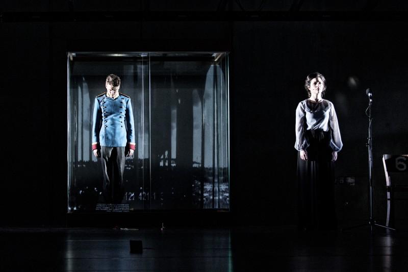 _Theater_Ungeduld-des-Herzens_Simon-McBurney_La-Filature_Mulhouse_c_Gianmarco-Bresadola_szenik