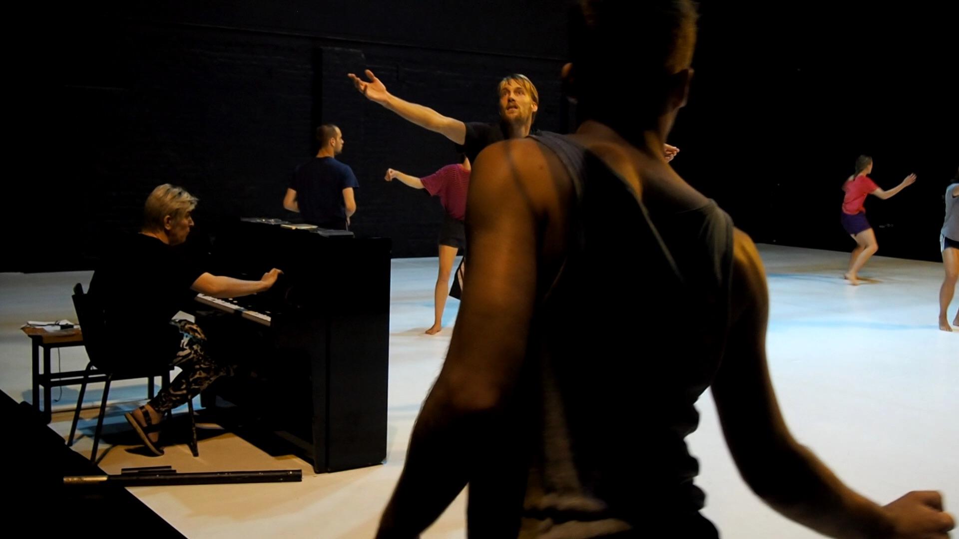 Danse_WEG-Ayelen Parolin_c_stephane.broc_charleroi danse_theatre les tanneurs_bruxelles_szenik