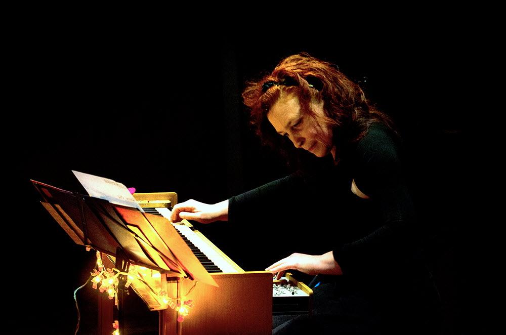 SZENIKMAG : ENTREZ DANS LE CABINET MUSICAL DE LA COMPOSITRICE CHRISTINE OTT