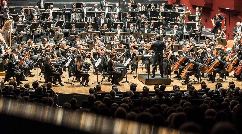 szeniklive : Le Lac des Cygnes de Tchaïkovski interprété par l'Orchestre philharmonique de Strasbourg