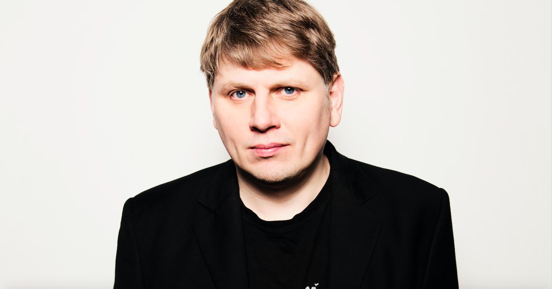 Interview mit dem Komponisten Sergej Newski zu seiner Dokumentaroper DIE EINFACHEN